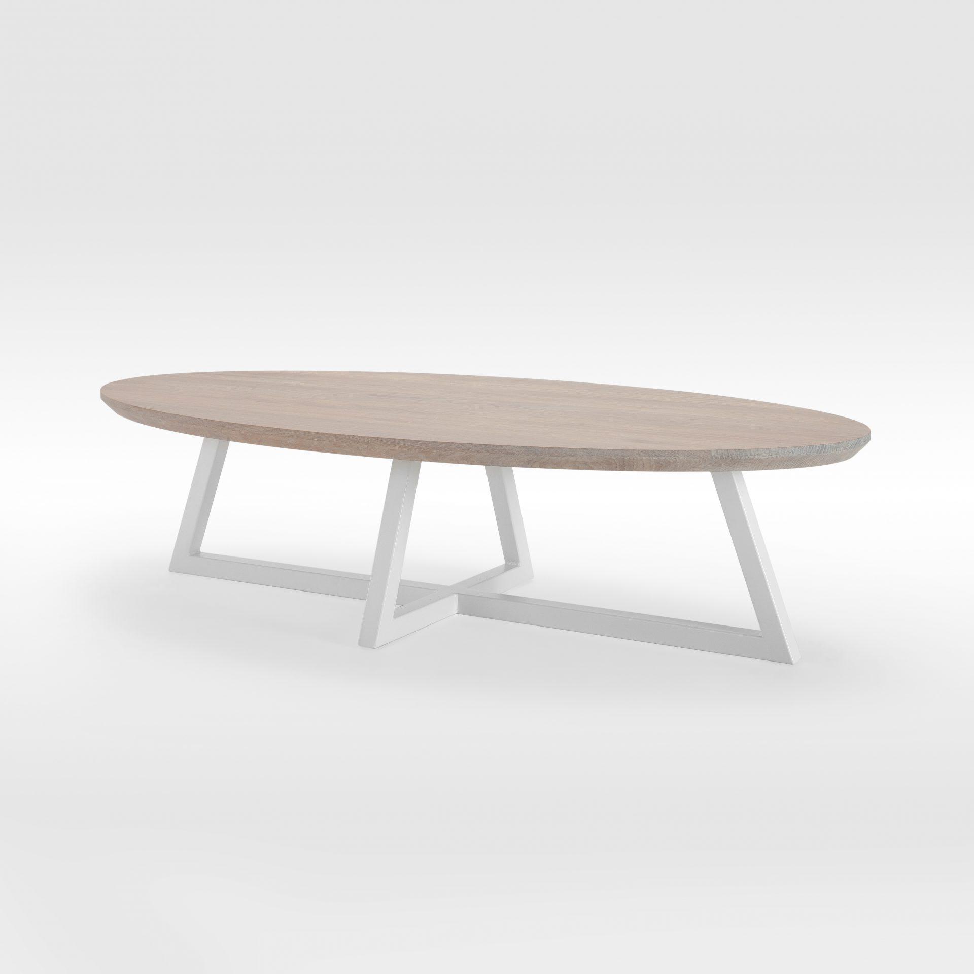 Ovalus kavos staliukas su plieninėmis kojomis