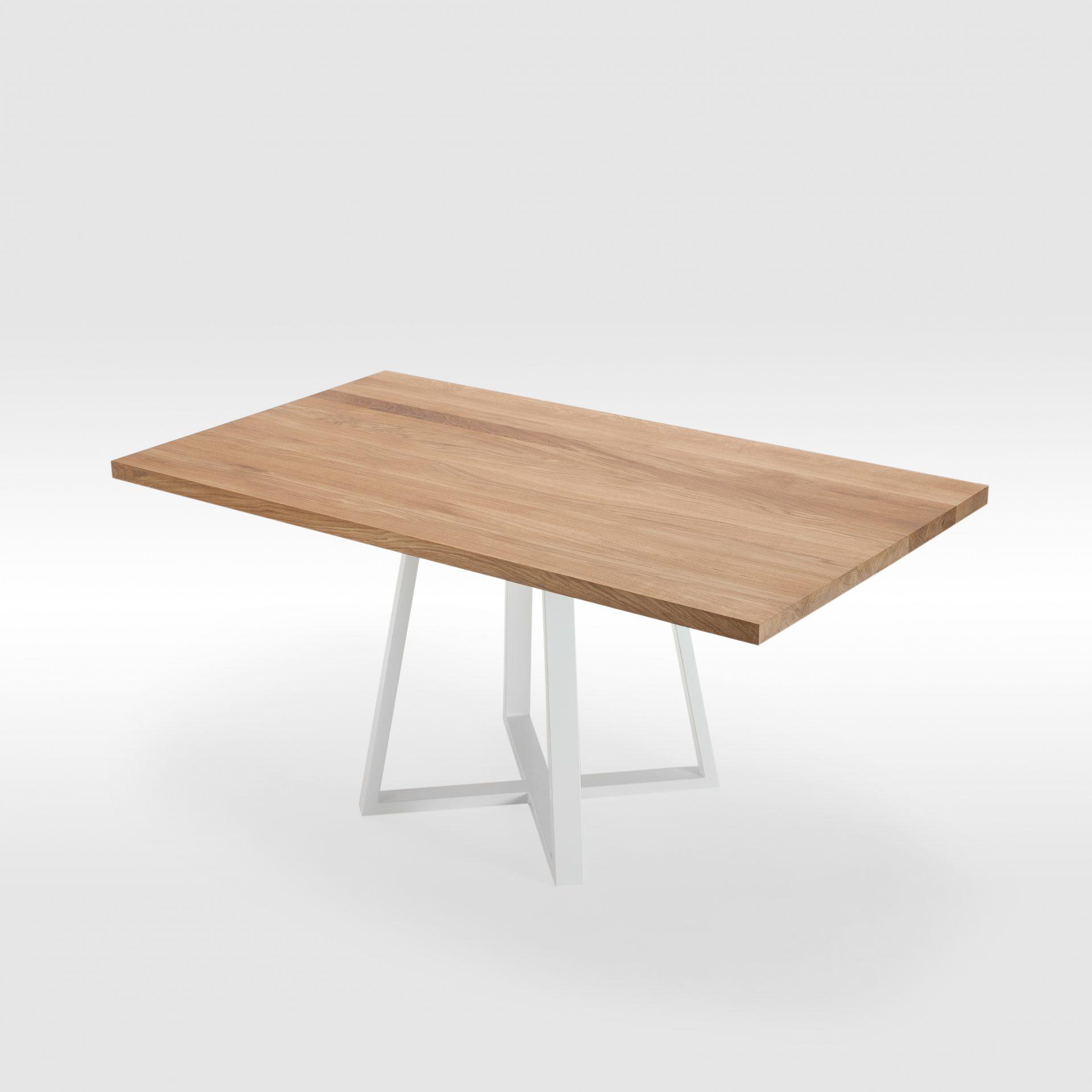 Valgomojo stalas su išskirtinio dizaino kojomis