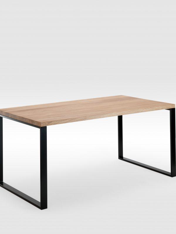 Ąžuolinis valgomojo stalas su plieninėmis kojomis