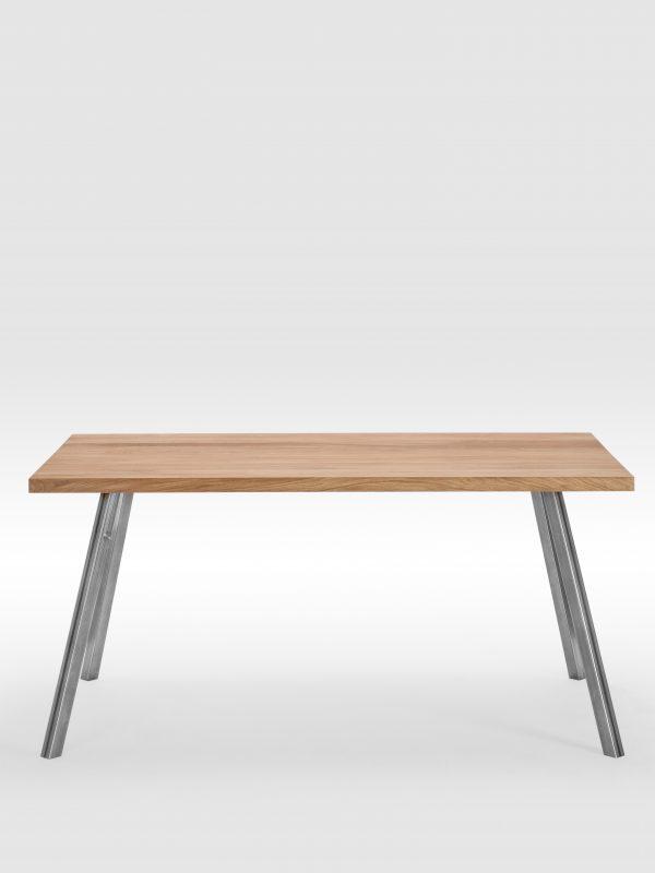 Valgomojo stalas su keturiomis plieninėmis kojomis